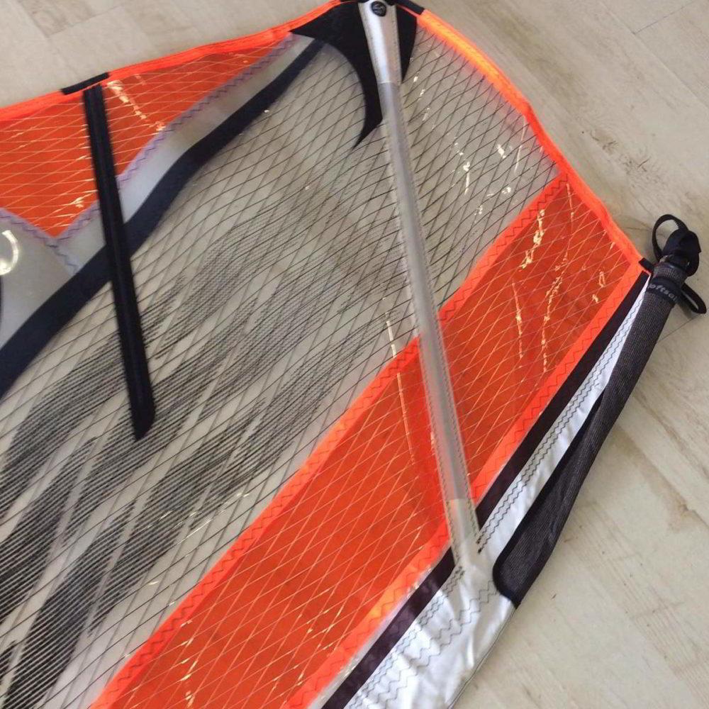 Vela de windsurf segunda mano LoftSails PureLip 4.7 vista parte top