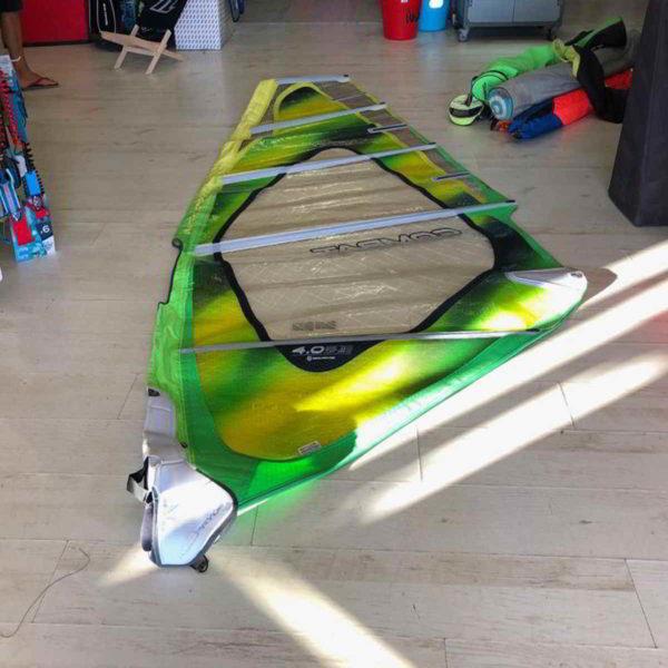 Vela de windsurf segunda mano Neilpryde Combat 4.0 vista completa