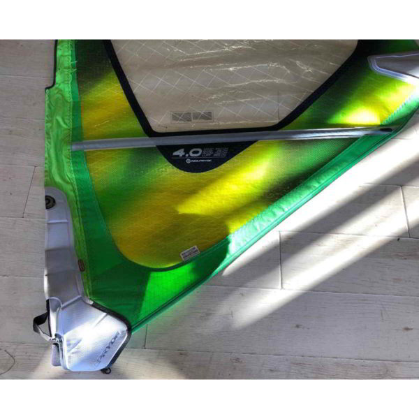 Vela de windsurf segunda mano Neilpryde Combat 4.0 vista parte inferior
