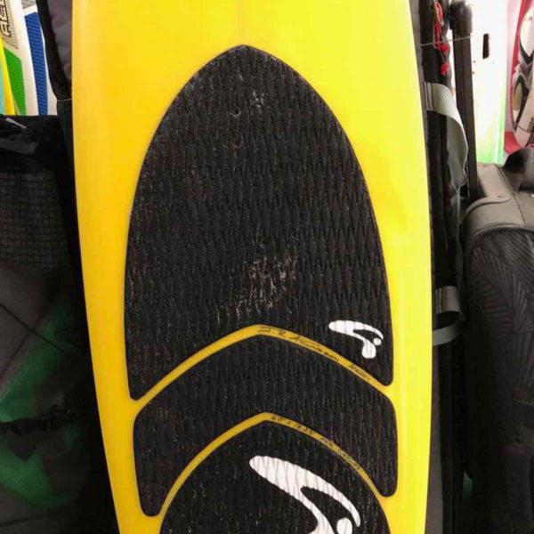 Tabla de surfkite Amundson Custom vista frontal pad medio