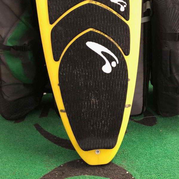 Tabla de surfkite Amundson Custom vista frontal pad inferior