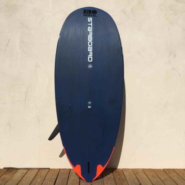 tabla de windsurf starboard futura 137L vista trasera