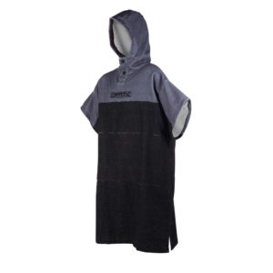 Poncho Mystic Regular black/grey por delante